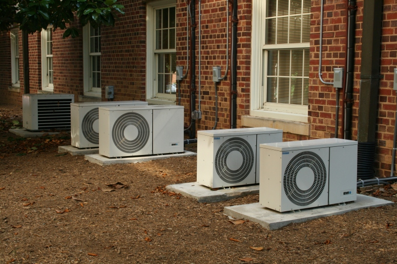 2008-07-11_Air_conditioners_at_UNC-CH