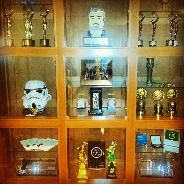 LucasFilm Studios LEGO® Star Wars™ Droid Tales - Lucasfilm Foyer George Lucas Awards Cabinet