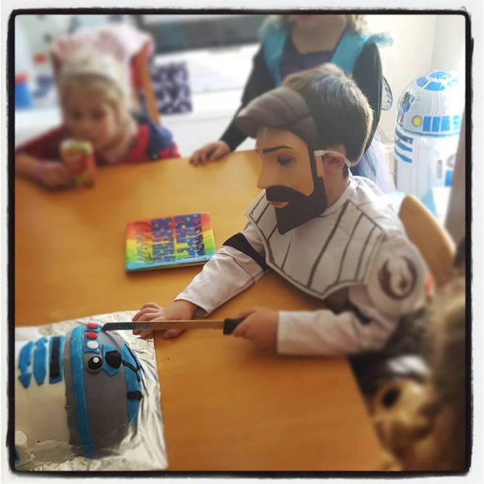 r2d2 birthday cake cutting