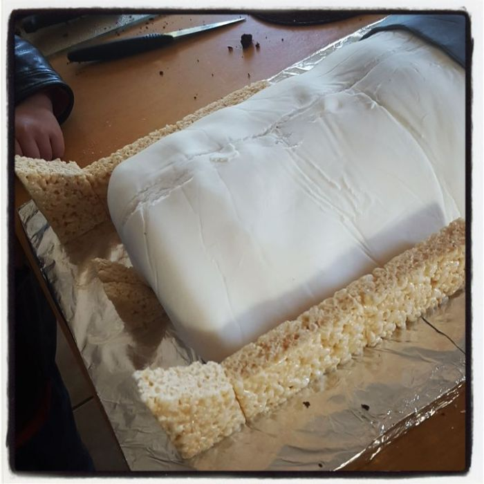 r2d2 cake baking tutorial step 5