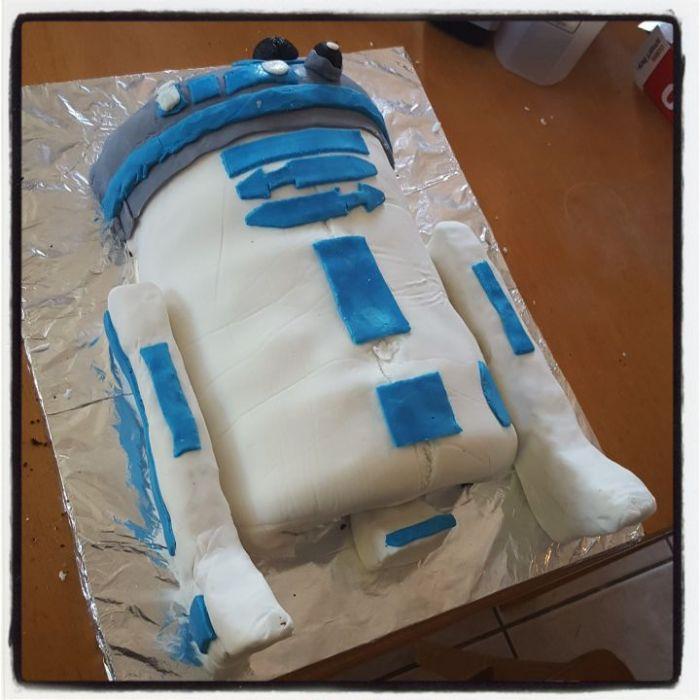 r2d2 cake baking tutorial step 8