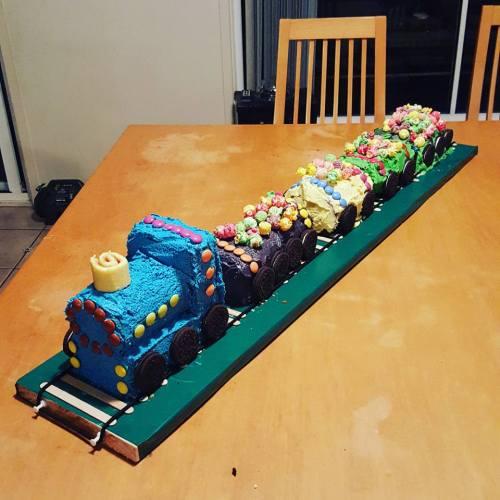 keanu cake train 5th birthday cake